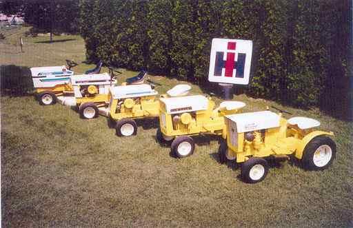 De olika modellerna av Cub Cadet är numera samlarobjekt. Dessa fem tillhör Gene Preston, Rochester, N.Y., USA