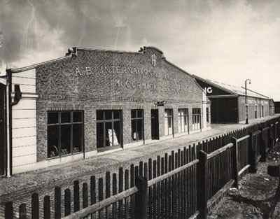 Utställning, kontor och lagerlokaler hos International Harvester i Malmö någon gång på 1950-talet.